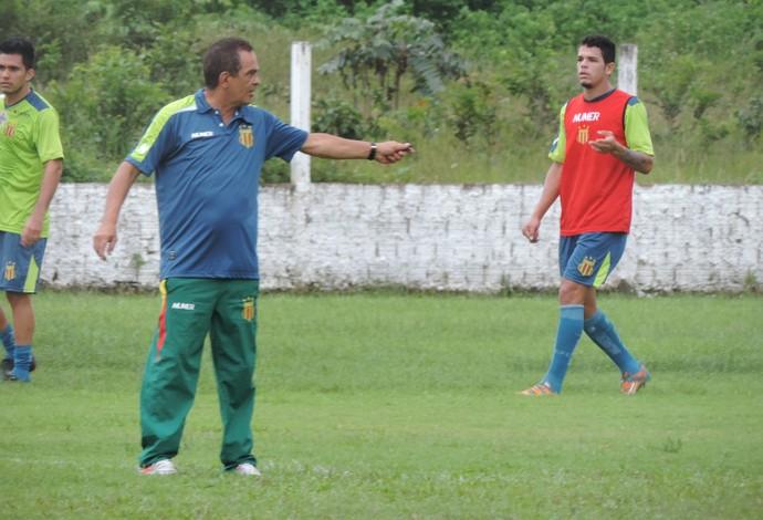 Técnico Francisco Diá diz que atuar no Castelão ao lado da torcida é fundamental para o título (Foto: Sampaio /  Divulgação)