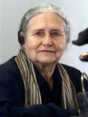 A escritora britânica Doris Lessing, em foto de maio de 1999 (Foto: Andreu Dalmau/AFP)