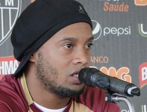 Ronaldinho Gaúcho coletiva Atlético-MG (Foto: Fernando Martins)