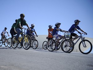 A ONG Rodas da Paz realizou na manhã deste domingo (3) o 10º Passeio Ciclístico Rodas da Paz em Brasília. O trajeto percorrido foi Esplanada dos Ministérios – Ponte JK – Esplanada dos Ministérios. O evento reuniu centenas ciclistas. (Foto: Agência Brasil)