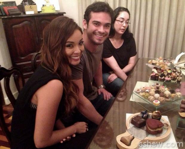 Carol e Sidney na degustação de doces (Foto: Domingão do Faustão/TV Globo)