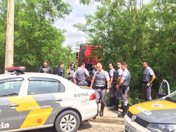 Policiais perseguiram caminhão e conseguiram prender o suspeito (Foto: Solange Freitas/G1)