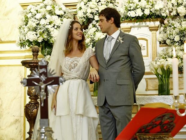 Laura e Caíque já tentaram se casar na igreja e, dessa vez, vão fazer cerimônia ecumênica (Foto: Raphael Dias/ Gshow)