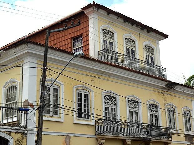 Detalhe para o mirante revestido de telhas no Palácio Cristo Rei (Foto: Maurício Araya / G1)