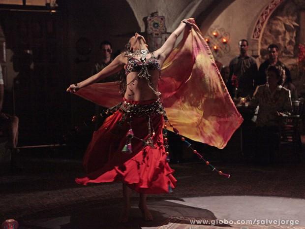 Ayla arrasa na dança dos sete véus (Foto: Salve Jorge/TV Globo)
