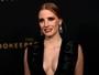 Jessica Chastain atrai os flashes com look decotado em première