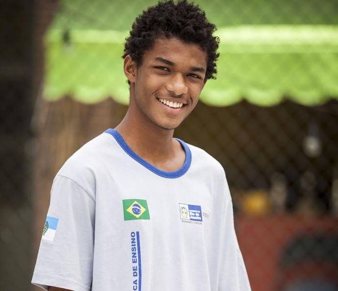 Wesley, personagem de Juan Paiva, descobre que está paraplégico (Foto: Pedro Curi/Globo)