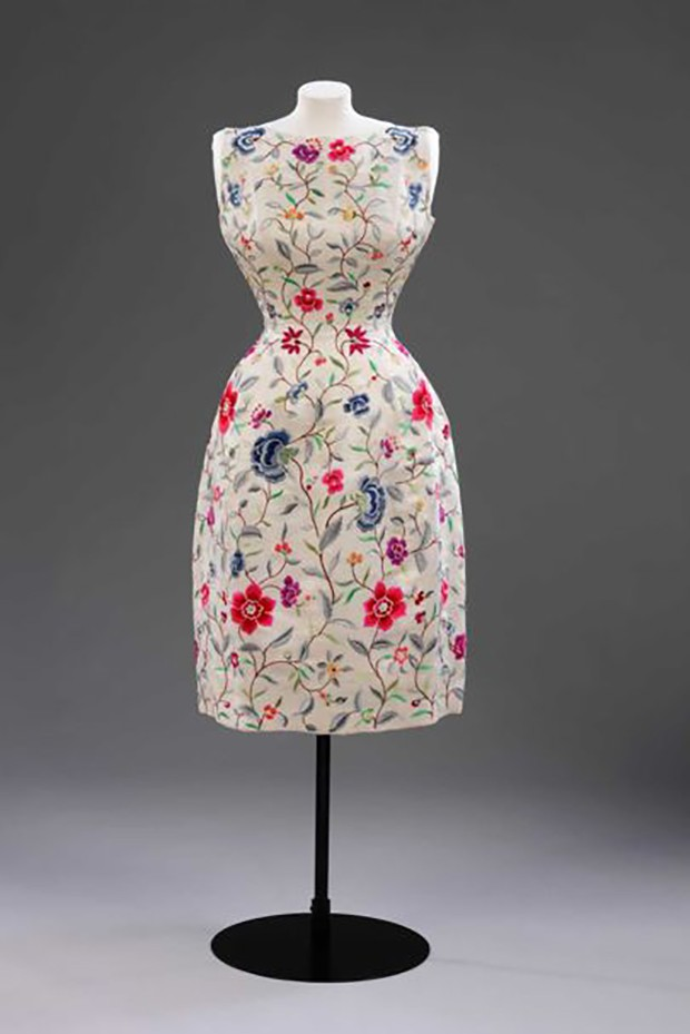 Evening dress in wild silk with embroidery by Lesage, Cristóbal Balenciaga, Paris, 1960-1962 (Foto: © VICTORIA AND ALBERT MUSEUM, LONDON)