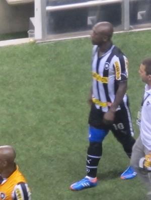 seedorf Botafogo x Atlético-GO (Foto: Thales Soares/GLOBOESPORTE.COM)