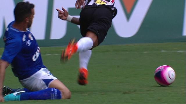 97d3cf4c93  p  O Cruzeiro jogou praticamente toda a etapa final com um jogador a menos