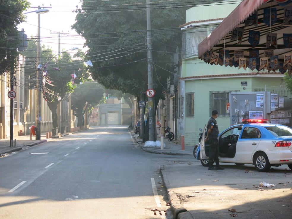 Policiamento no local dos visitantes desde cedo reprimiu maiores provocações (Foto: Edgard Maciel de Sá)