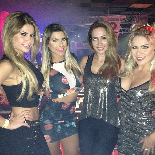 Cacau, Ana Paula Minerato, uma amiga e a ex-BBB Renata (Foto: Reprodução/Instagram)