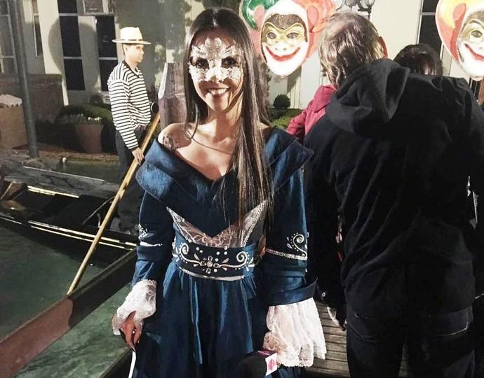 Thalita entrou no clima do carnaval de Veneza (Foto: RBS TV/Divulgação )