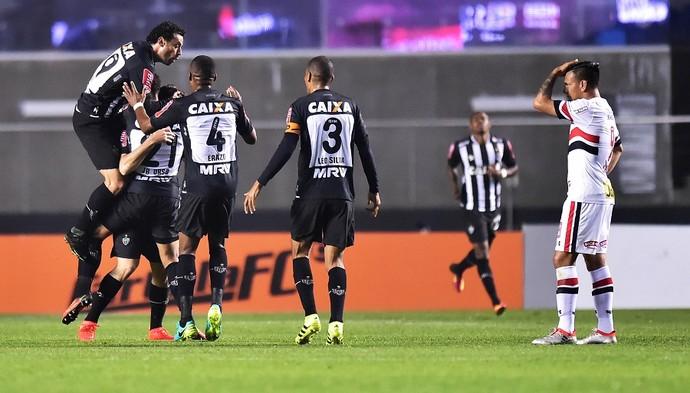 Lucas Pratto comemoração São Paulo X Atlético-MG (Foto: Marcos Ribolli)