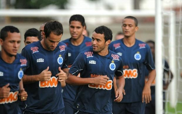 Cruzeiro treina no campo auxiliar da Ilha do Retiro (Foto: Aldo Carneiro / Pernambuco Press)