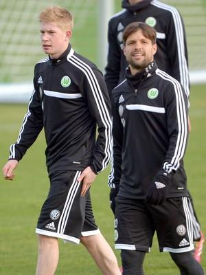 Kevin de Bruyne e Diego Wolfsburg (Foto: EFE)