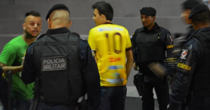 Xuxa questiona acusação e pede para ser revistado sem condução (Foto: Emanuele Madeira/GloboEsporte.com)