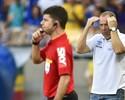 Mano Menezes crítica time e árbitro e indica Willian como substituto de Ábila