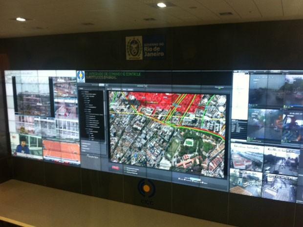 Telão com cinco metros de altura e 17 de comprimento tem 98 monitores. (Foto: Mariucha Machado / G1)