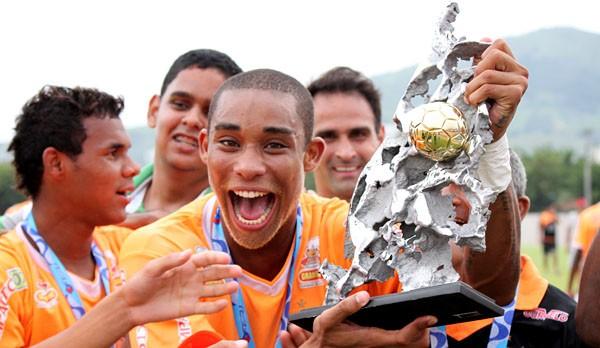 Flavio atacante Nova Iguaçu Campeão Copa Rio 2012 (Foto: Site Nova Iguaçu)