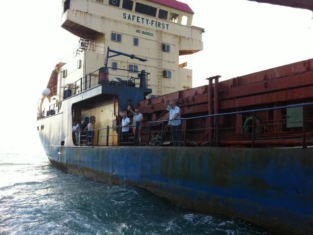 Navio está a 10 metros de profundidade (Foto: TV Verdes Mares/Reprodução)