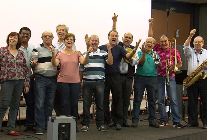 A banda 'Se Vira nos 60' é um sucesso entre todos os públicos (Foto: Reprodução / TV TEM)
