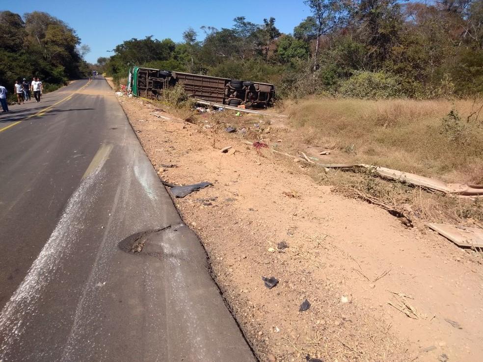 Acidente do foi tipo tombamento seguido de colisão no Piauí (Foto: Divulgação/PRF)