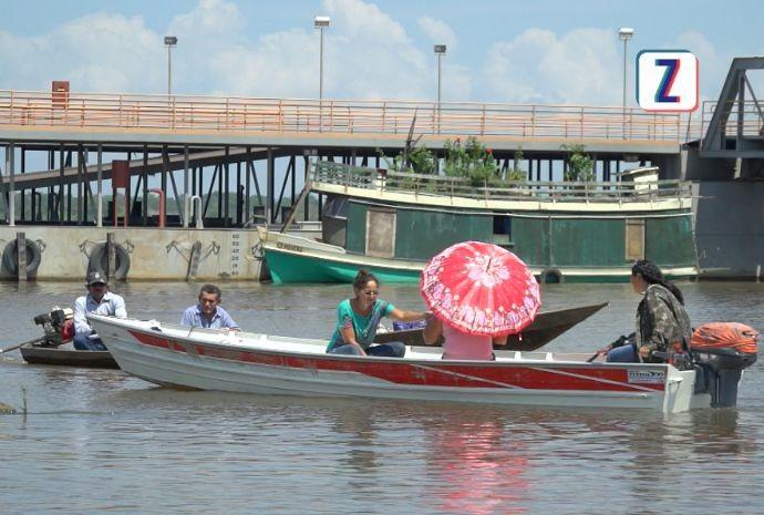Cheia dos rios afeta a vida de quem mora às margens (Foto: Zappeando)