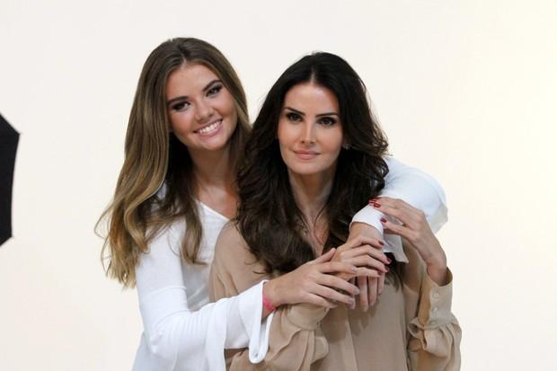 Lisandra Souto e a filha Yasmim em campanha de beleza para marca de cosméticos (Foto: Marcos Ferreira/Brazil News)