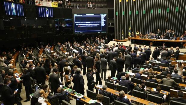 Parlamentares aprovam a PEC do Teto dos Gastos na Câmara dos Deputados (Foto: Fabio Rodrigues Pozzebom/Agência Brasil)