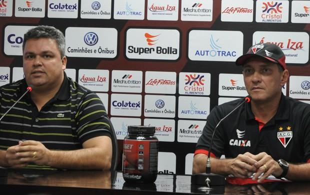 Adson Batista e PC Gusmão, do Atlético-GO (Foto: Guilherme Gonçalves/Globoesporte.com)