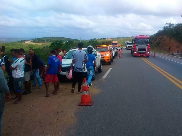 Acidente com ônibus na BR-116, na Bahia (Foto: Corpo de Bombeiros/ Divulgação)