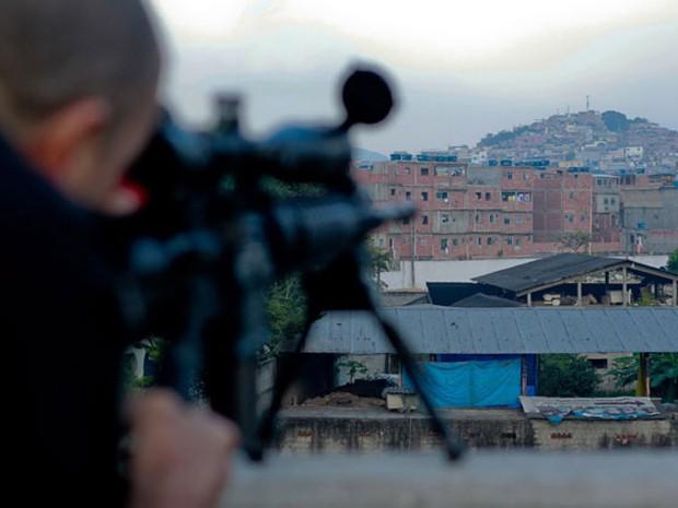 TRE faz ação de combate a crimes eleitorais na Maré (Foto: Pedro Kirilos / Agencia O GLobo )