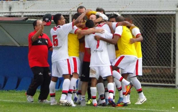 Jogadores do Atlético-GO comemoram vitória contra Anapolina (Foto: Felipe Furtado / Atlético-GO)