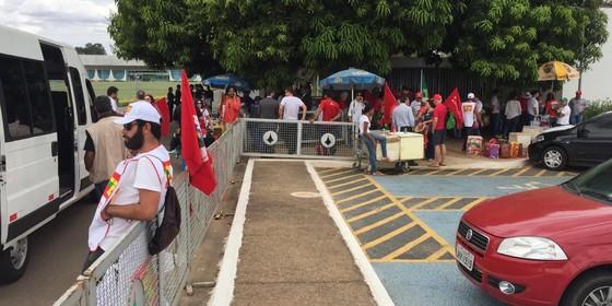 Manifestantes em frente ao Palácio da Alvorada (Foto: Reprodução)
