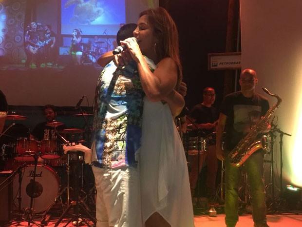 Levi Lima e Ivete Sangalo em show na Praia do Forte, na Bahia (Foto: Divulgação)