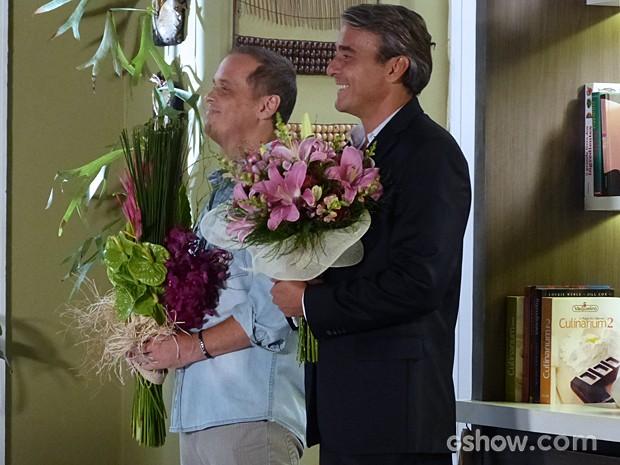 Thomaz e Flávio admiram Heloísa (Foto: Além do Horizonte/TV Globo)