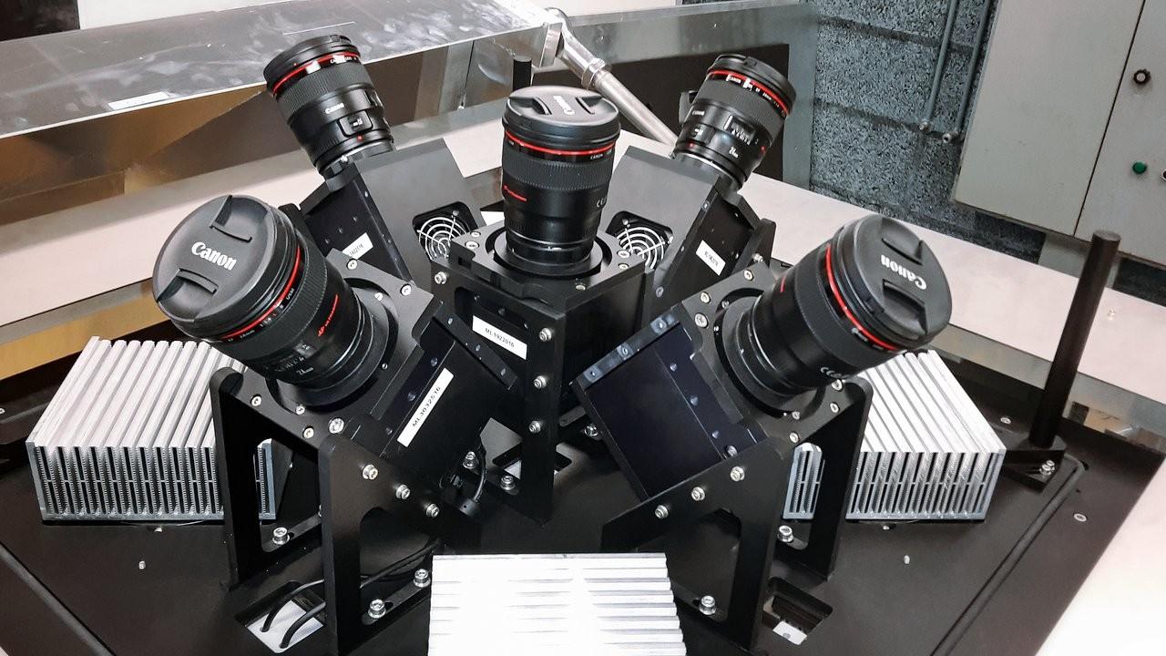 Instrumento é formado por duas estações com cinco câmeras cada: uma fica no Chile e a outra nas Ilhas Canárias (Foto: ESO/G. J. Talens)