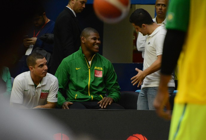 Cristiano Felício Brasil x China Super Desafio de basquete Mogi das Cruzes (Foto: Cairo Oliveira)