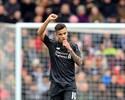 Philippe Coutinho faz outro belo gol, mas Liverpool cai para Mané e Pellè