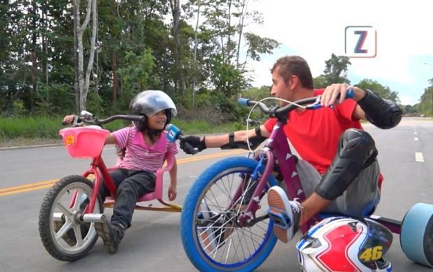 Moacyr Massulo se aventura no trike (Foto: Zappeando)
