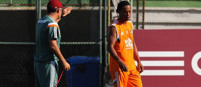 Eduardo Baptista e Ronaldinho (Foto: Nelson Perez / Fluminense FC)