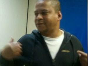 O ex-PM Eucimar da Silva Archanjo foi preso em flagrante suspeito de roubo de carro (Foto: TV Globo / Reprodução)