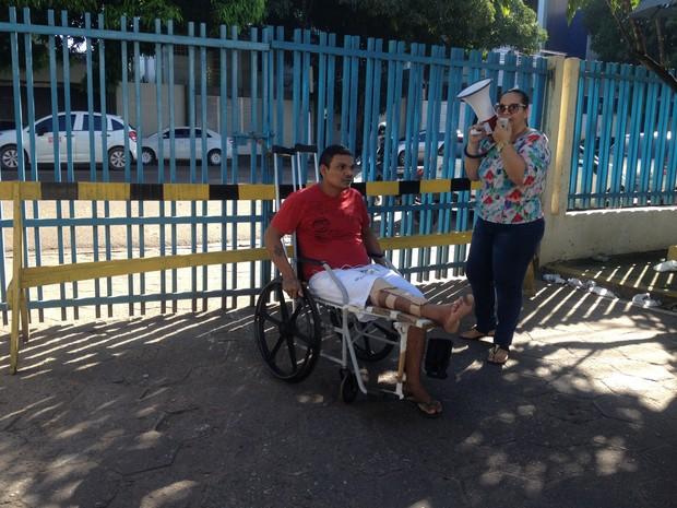 Paciente Carlos Baia diz que aguarda segunda cirurgia há 1 mês, Paciente, Carlos Baia, cirurgia, HCAL, (Foto: Fabiana Figueiredo/G1)