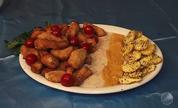 Panela de Bairro: isca de badejo com molhos e chips de batata doce