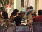 Neymar e Bruna Marquezine se divertem em jantar com amigos no Rio