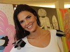 Grávida, Daniella Sarahyba tem roupa grafitada em evento no Rio