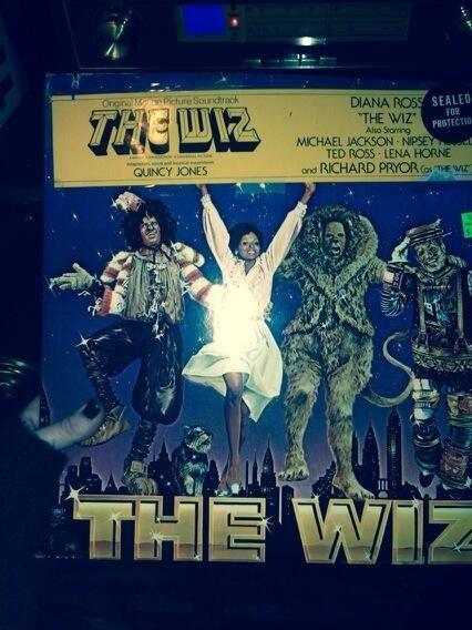 Miley Cyrus posta foto da capa da trilha sonora do filme The Wiz (Foto: Twitter/Reprodução)