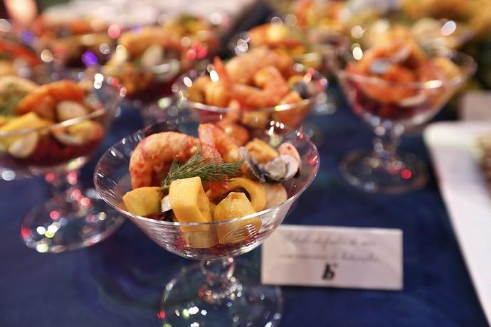 E tem mais salada. Essa é de frutos do mar com beterraba (Foto: Raphael Dias/Gshow)
