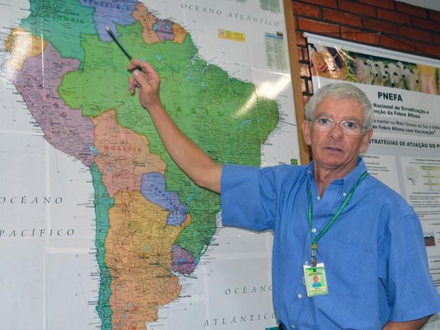 Elvio Patatt Cazola, chefe do Serviço de Saúde Animal da SFA/MS (Foto: Anderson Viegas/Do G1 MS)